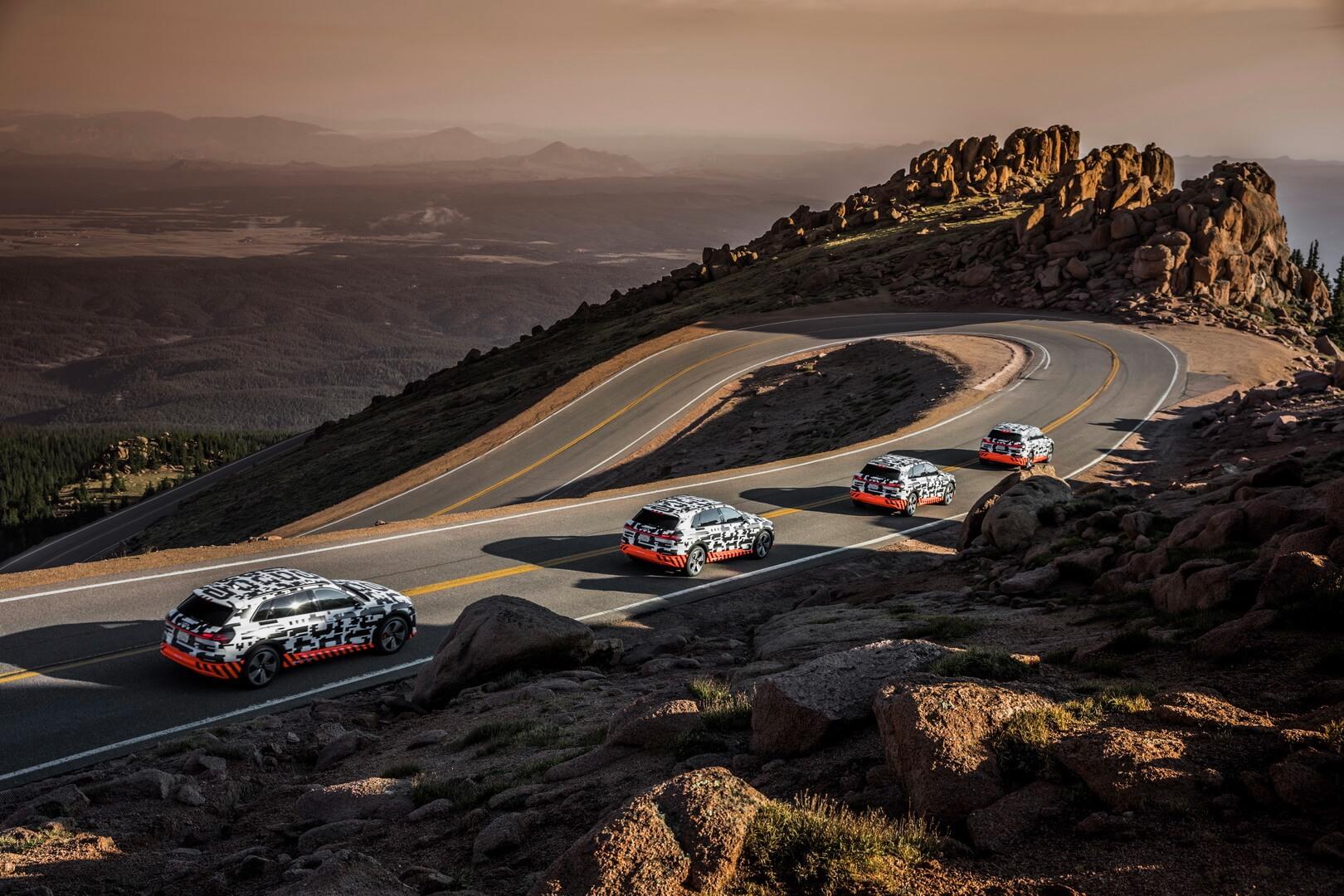 Электромобили Audi e-tron quattro подымаются навершину Pikes Peak