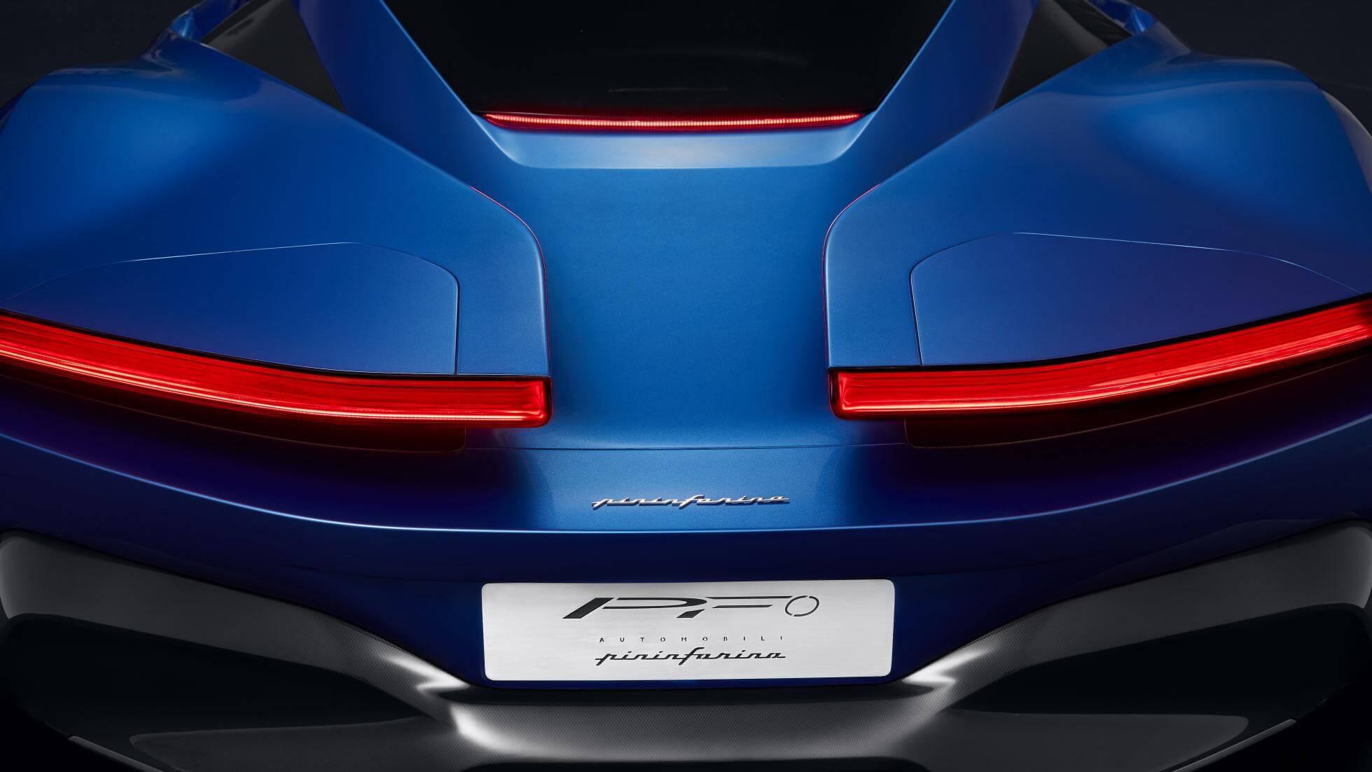 Задняя часть электрического гиперкара Pininfarina PF0