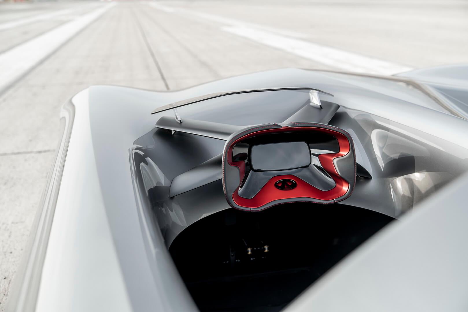 Рулевое колесо и водительское место в Infiniti Prototype 10