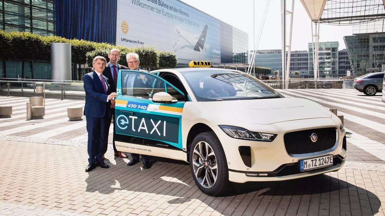 Электрический кроссовер Jaguar I-Pace для такси города Мюнхена