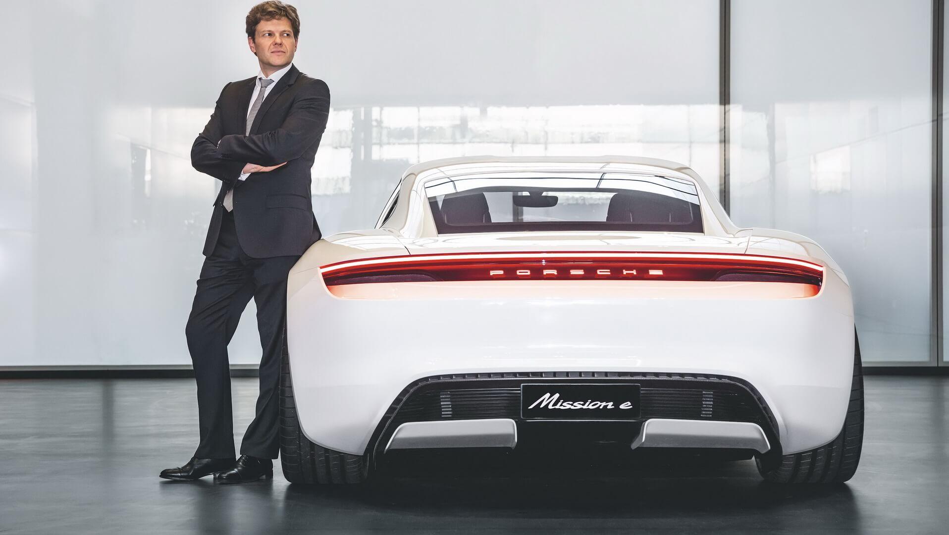 Глава подразделения BEV в Porsche, Стефан Векбах и Mission E