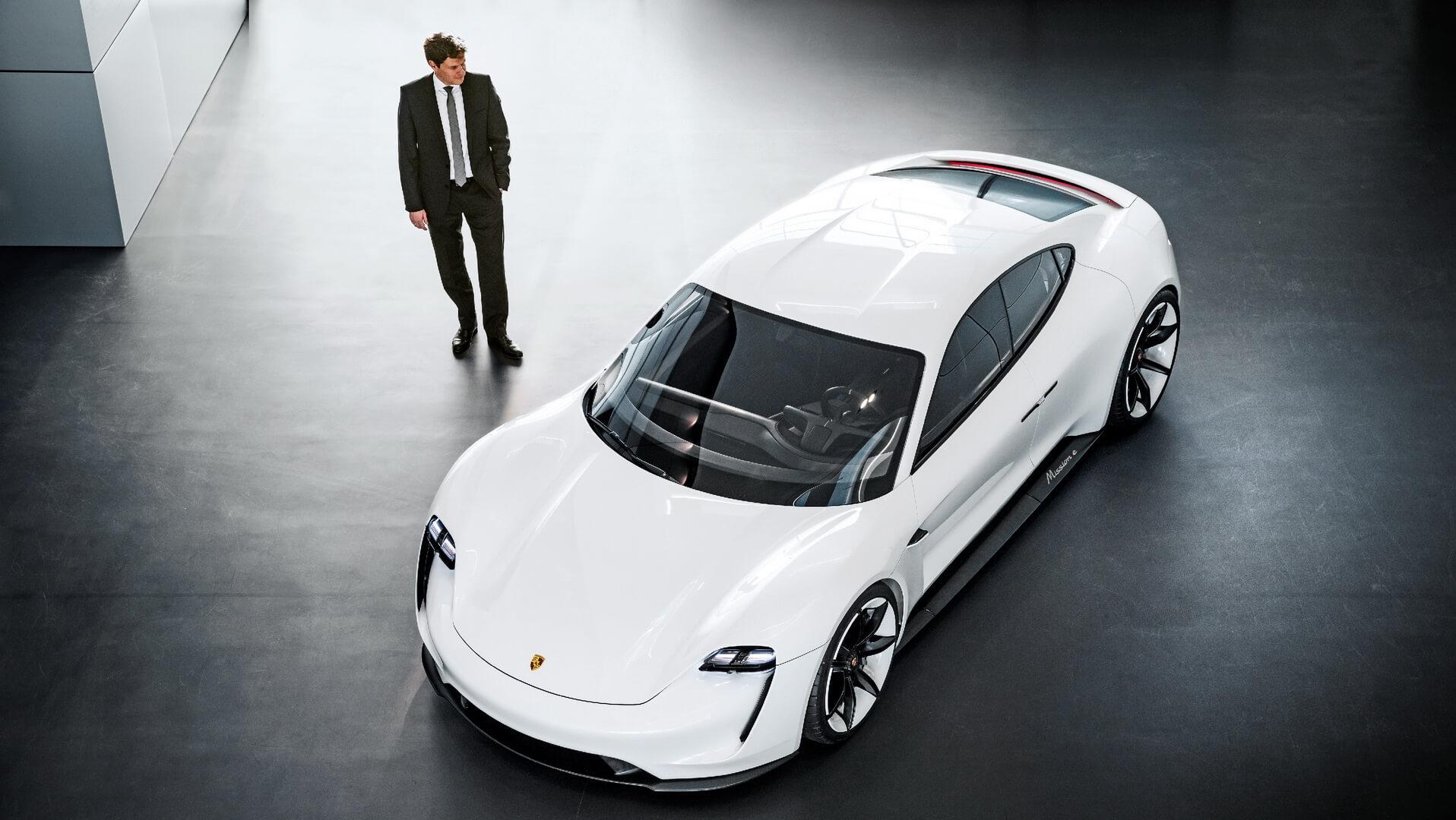 Mission E (полностью электрический Porsche Taycan)