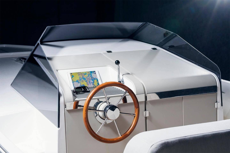 Управление электрической яхтой Q-30