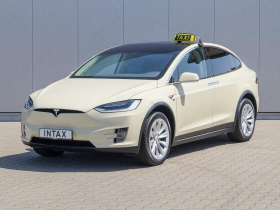 Переоборудованная Tesla Model Xдля услуг такси