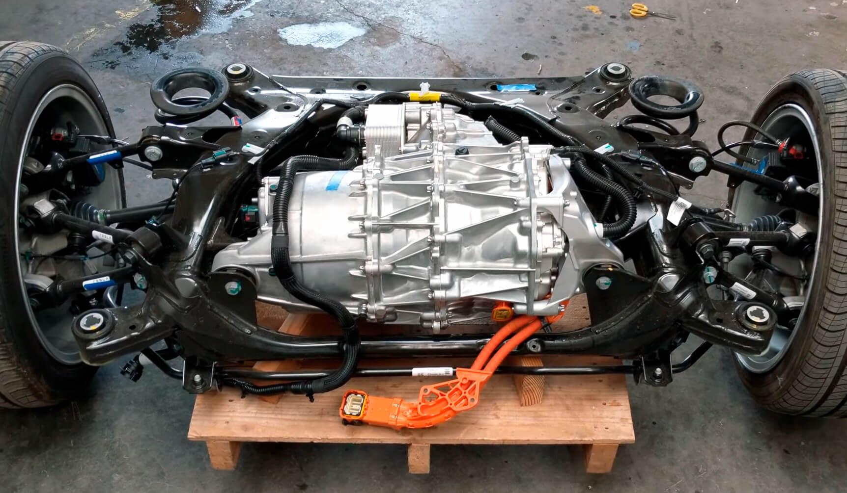 Электродвигатель с постоянными магнитами Tesla Model 3