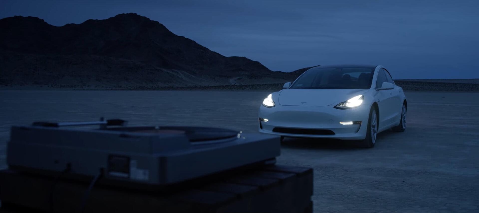 Tesla Model 3 из рекламного ролика