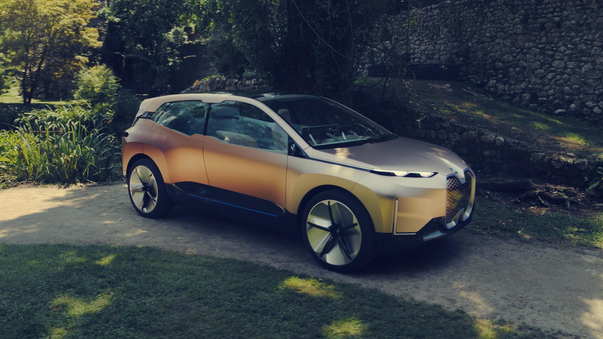 Экстерьер электрического кроссовера BMW Vision iNEXT