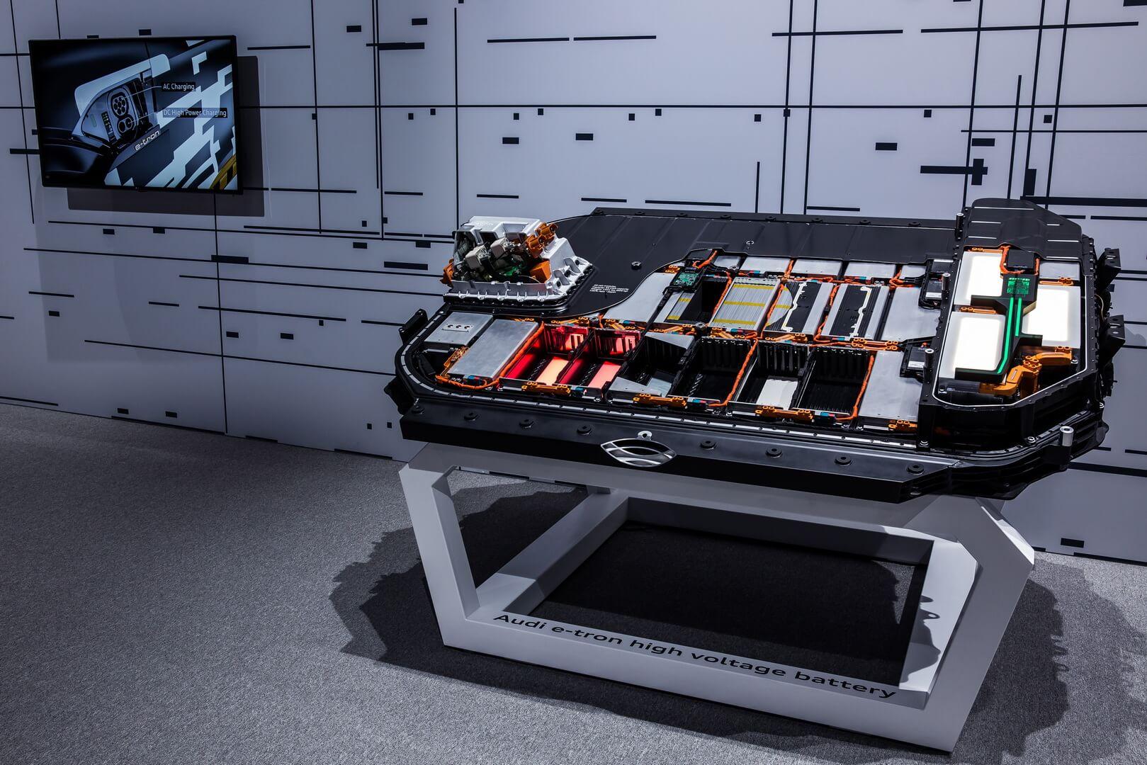 Литий-ионная батарея Audi e-tron quattro емкостью 95 кВт⋅ч