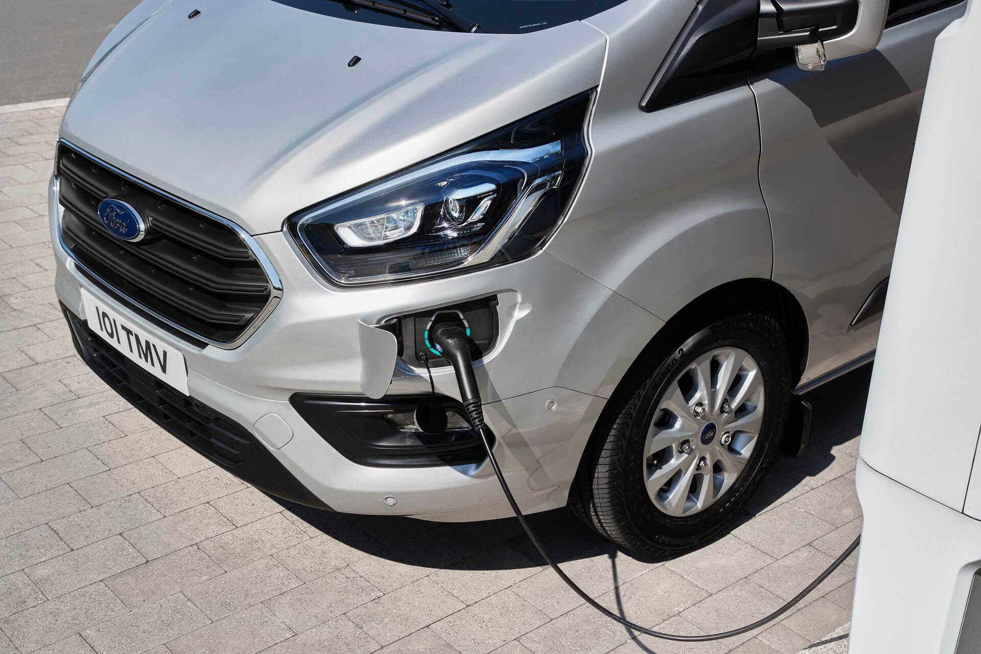 Порт зарядки Ford Transit Custom PHEV