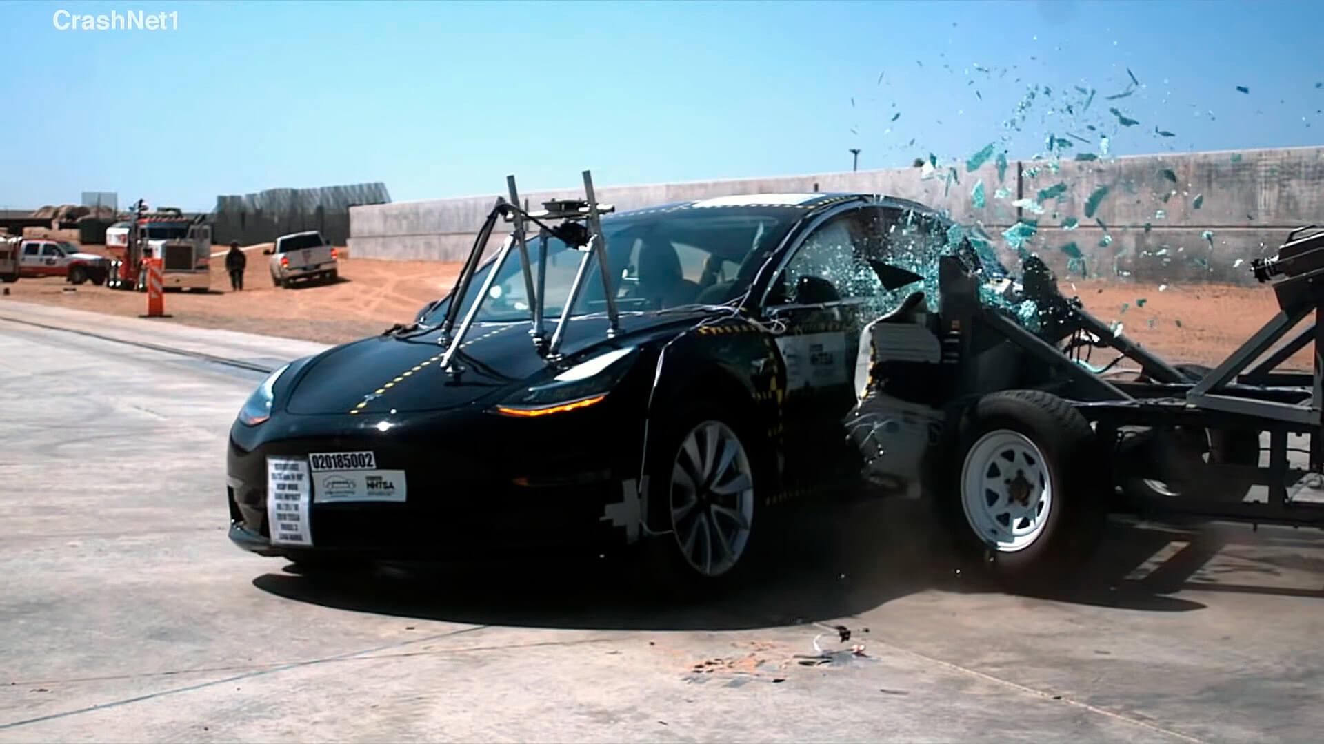 Боковое столкновение Tesla Model 3 с другим транспортным средством