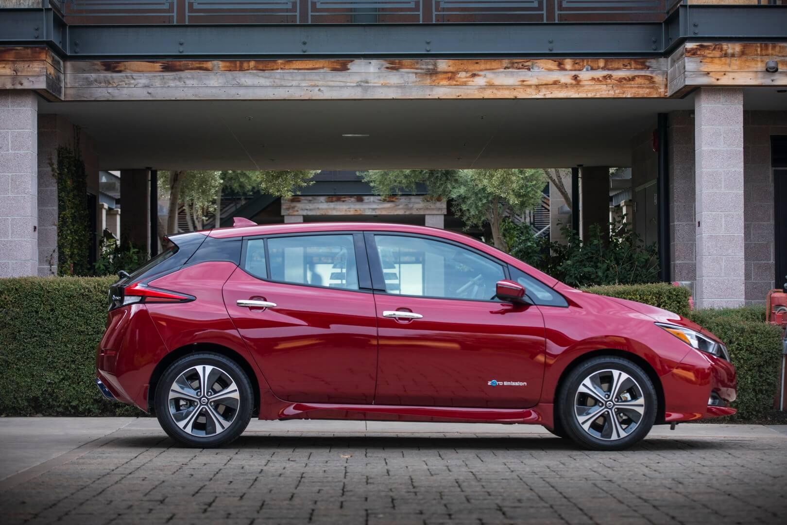 Электрический хэтчбек Nissan Leaf E-Plus