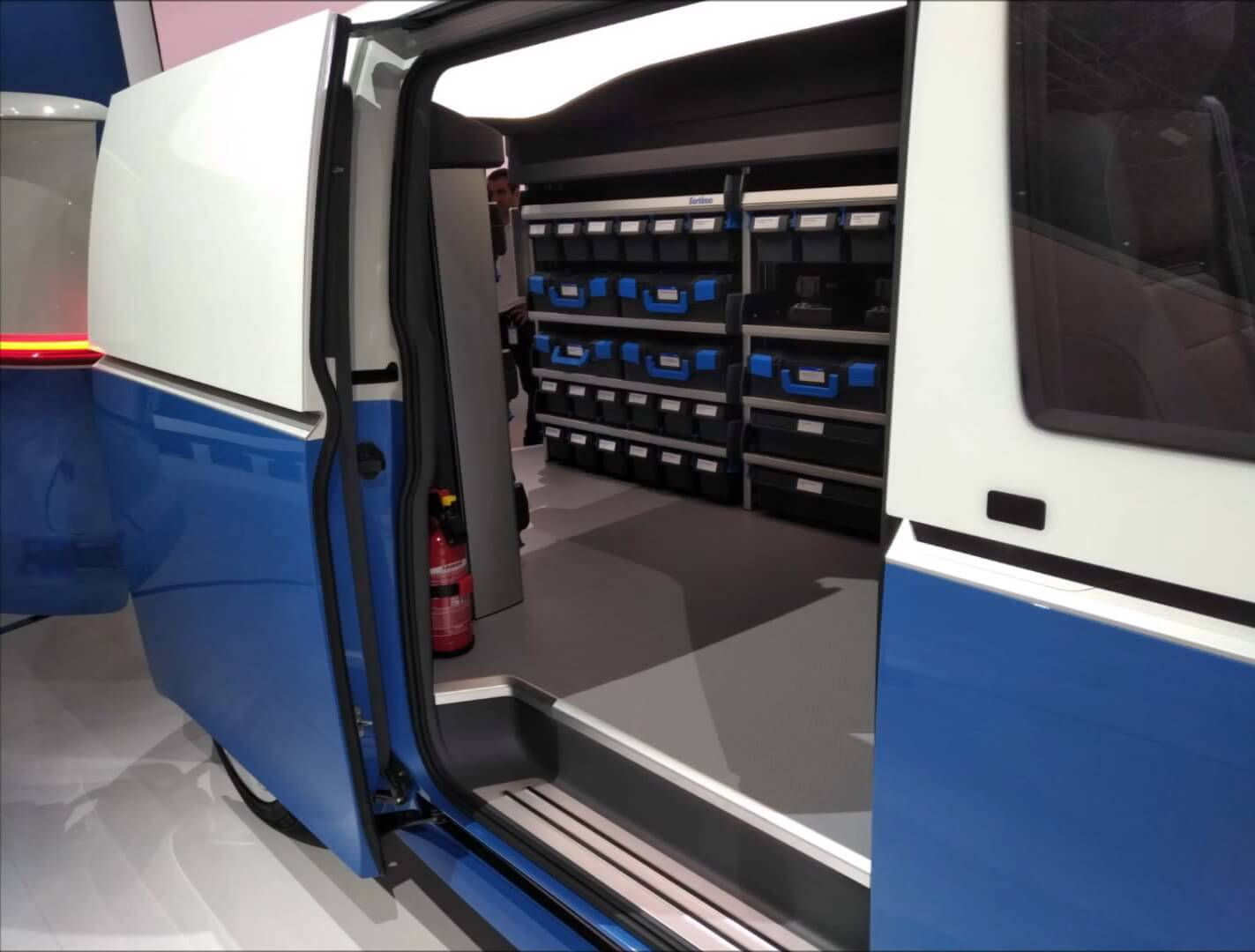Раздвижная дверь в Volkswagen I.D. Buzz Cargo состороны пассажира