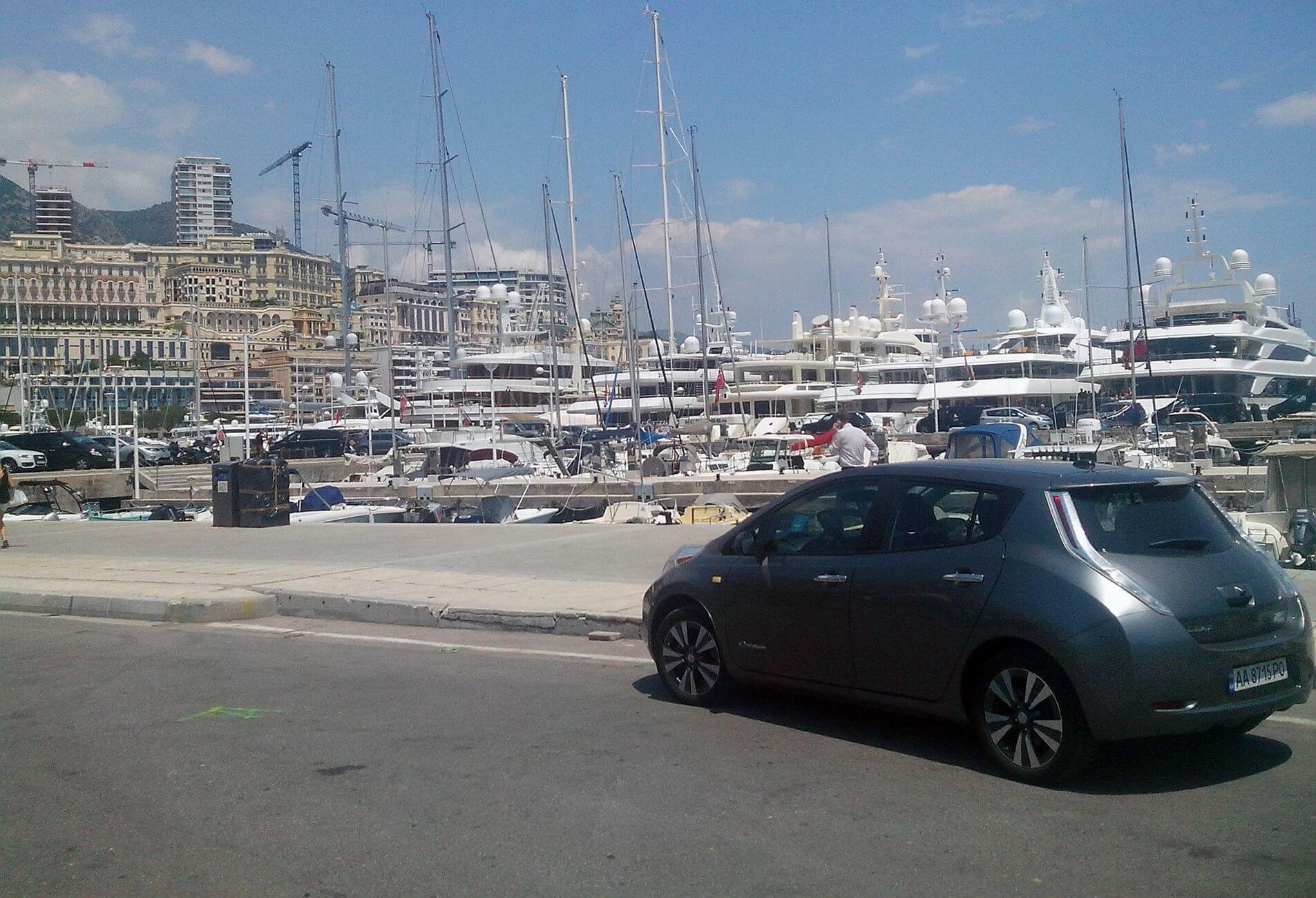 Nissan leaf у Монте-Карло