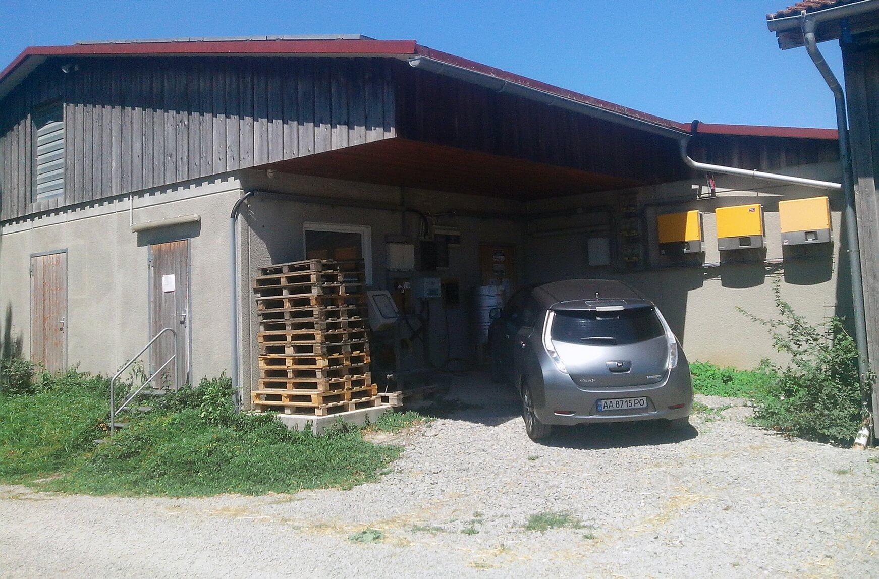 Зарядка нафермі органічного землеробства збіогазовими установками вНімеччині поблизу Штутгарта