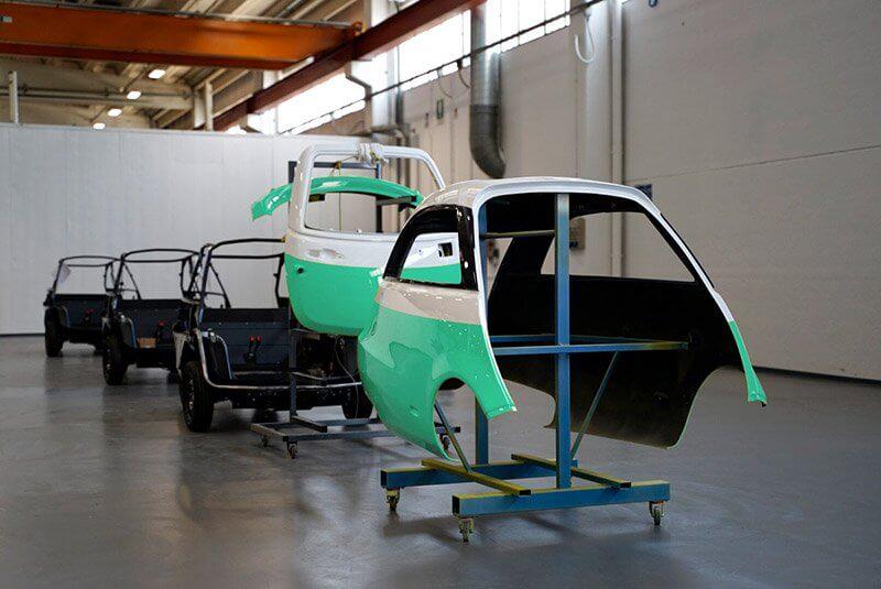 Сборка электромобиля Microlino назаводе Tazzari Zero вИталии