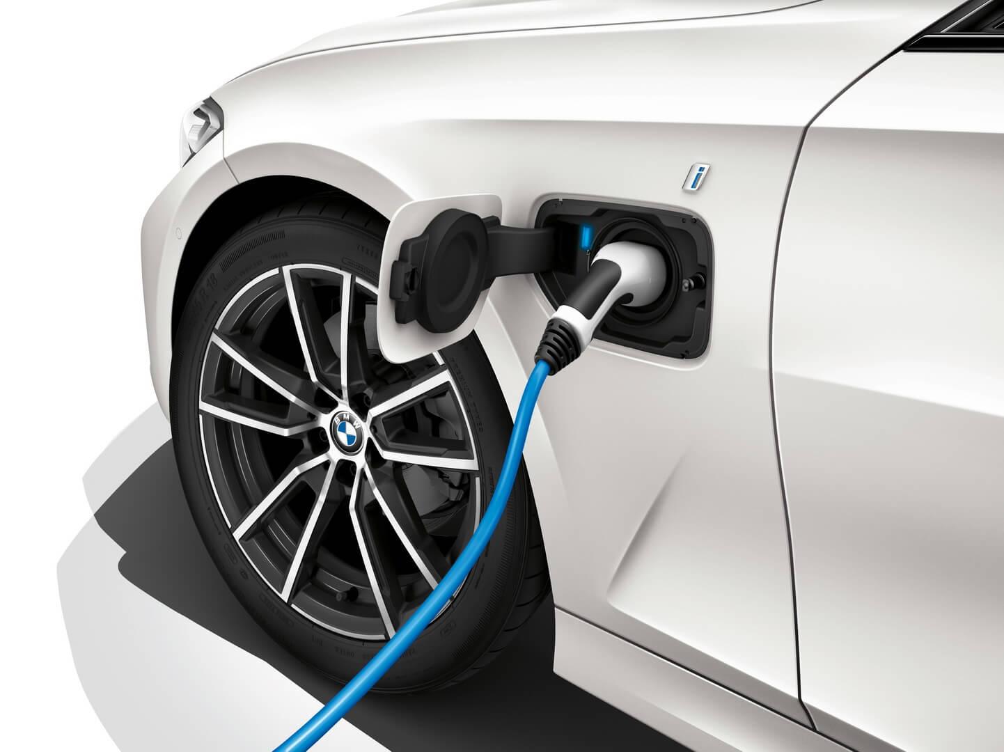 Порт зарядки BMW 330e PHEV 2019