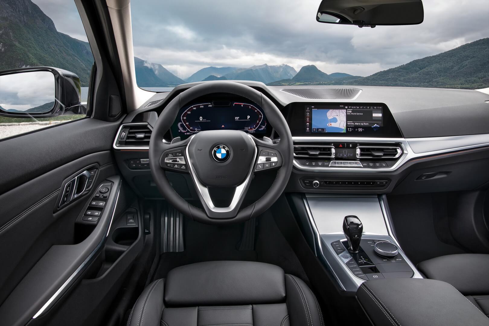Приборная панель BMW 330e iPerformance