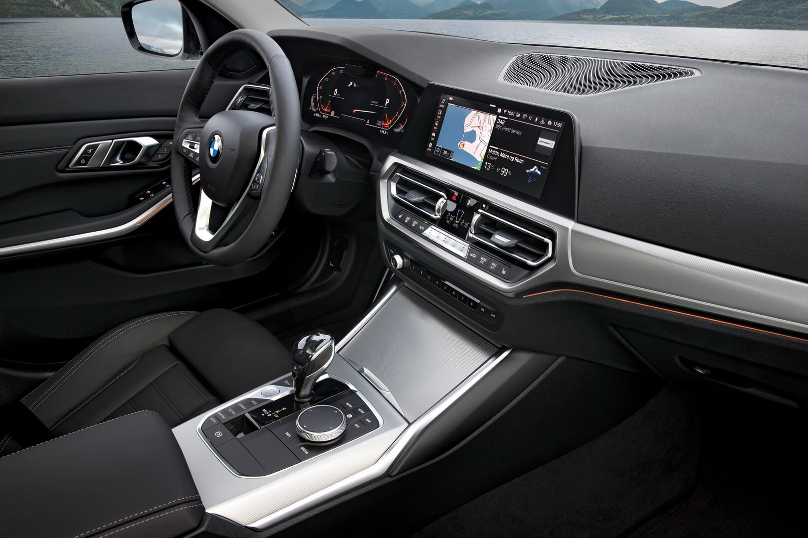 Салон BMW 330e iPerformance