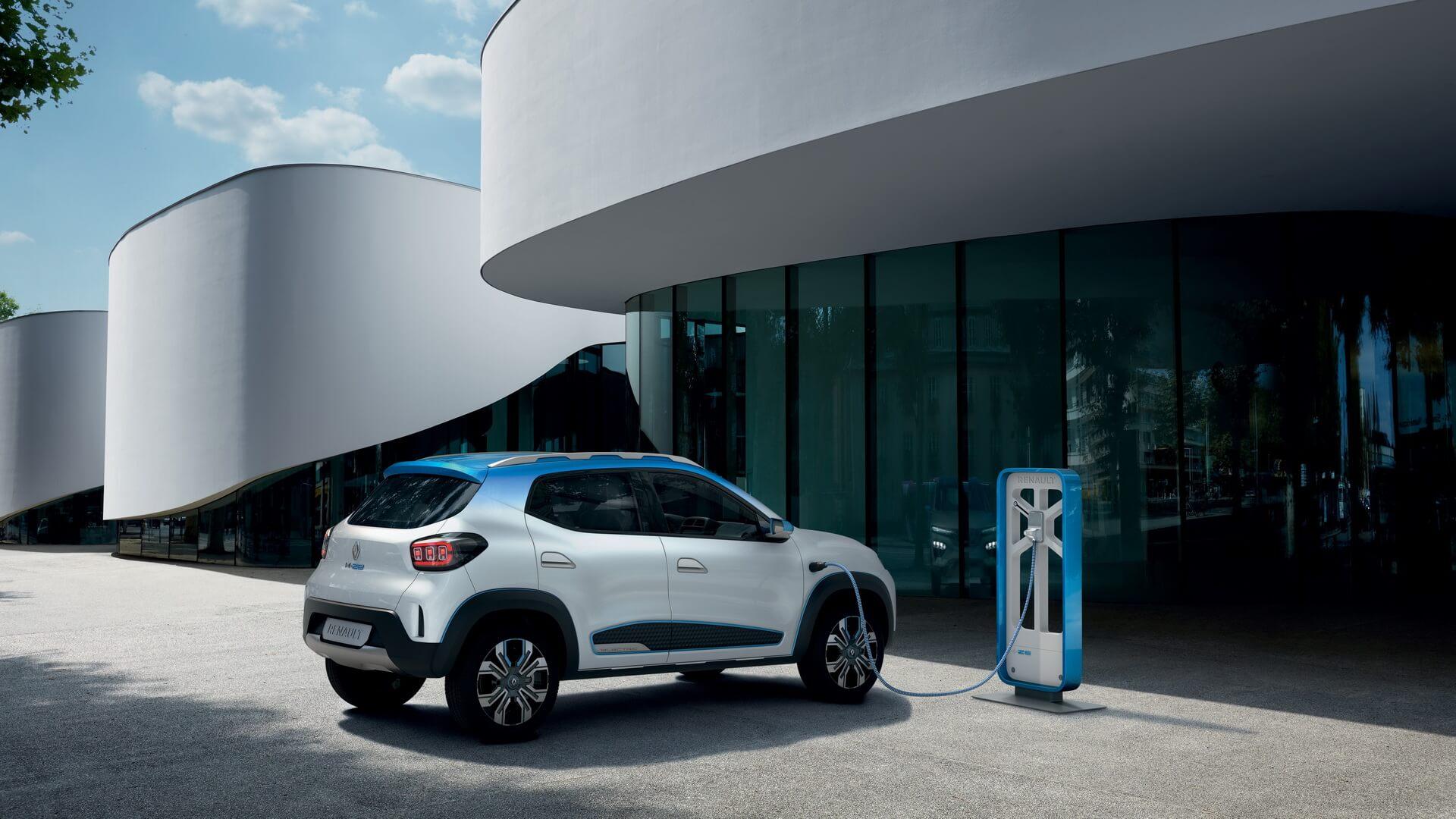 Электрический кроссовер Renault K-ZE на зарядке