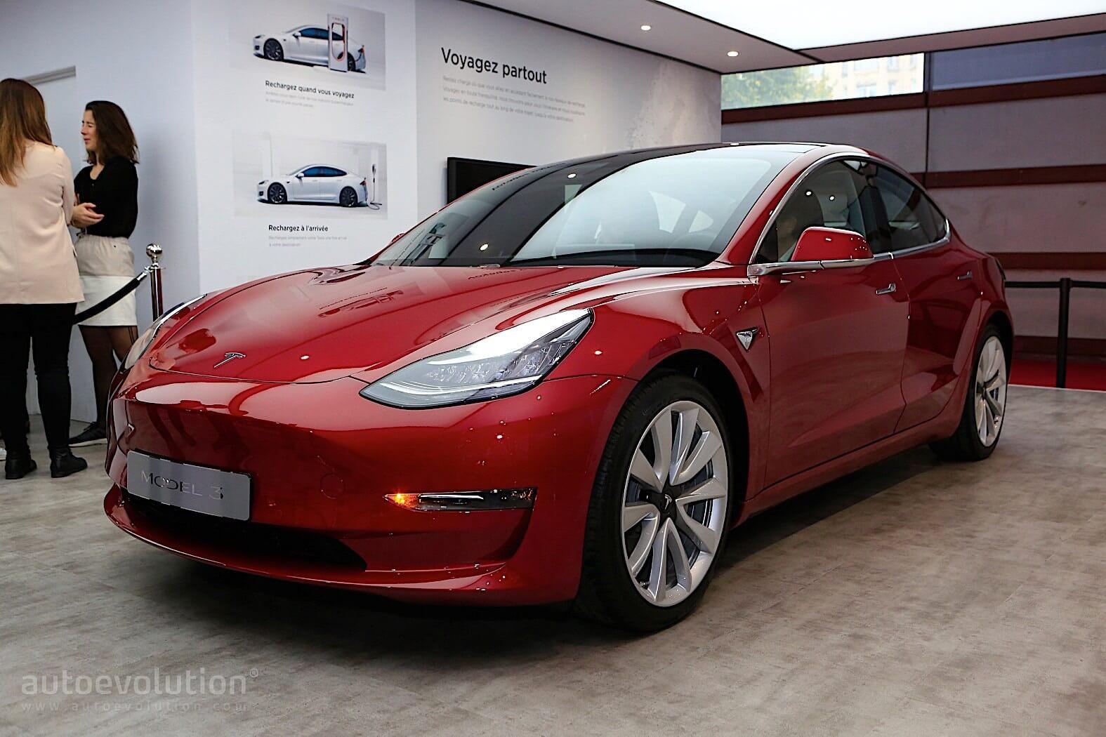 Tesla Model 3 на Парижском автосалоне - фото 3