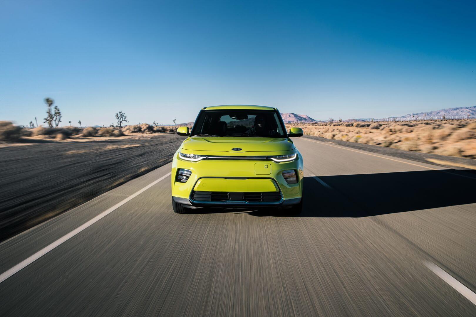 Электромобиль Kia Soul EV 2020 - вид спереди