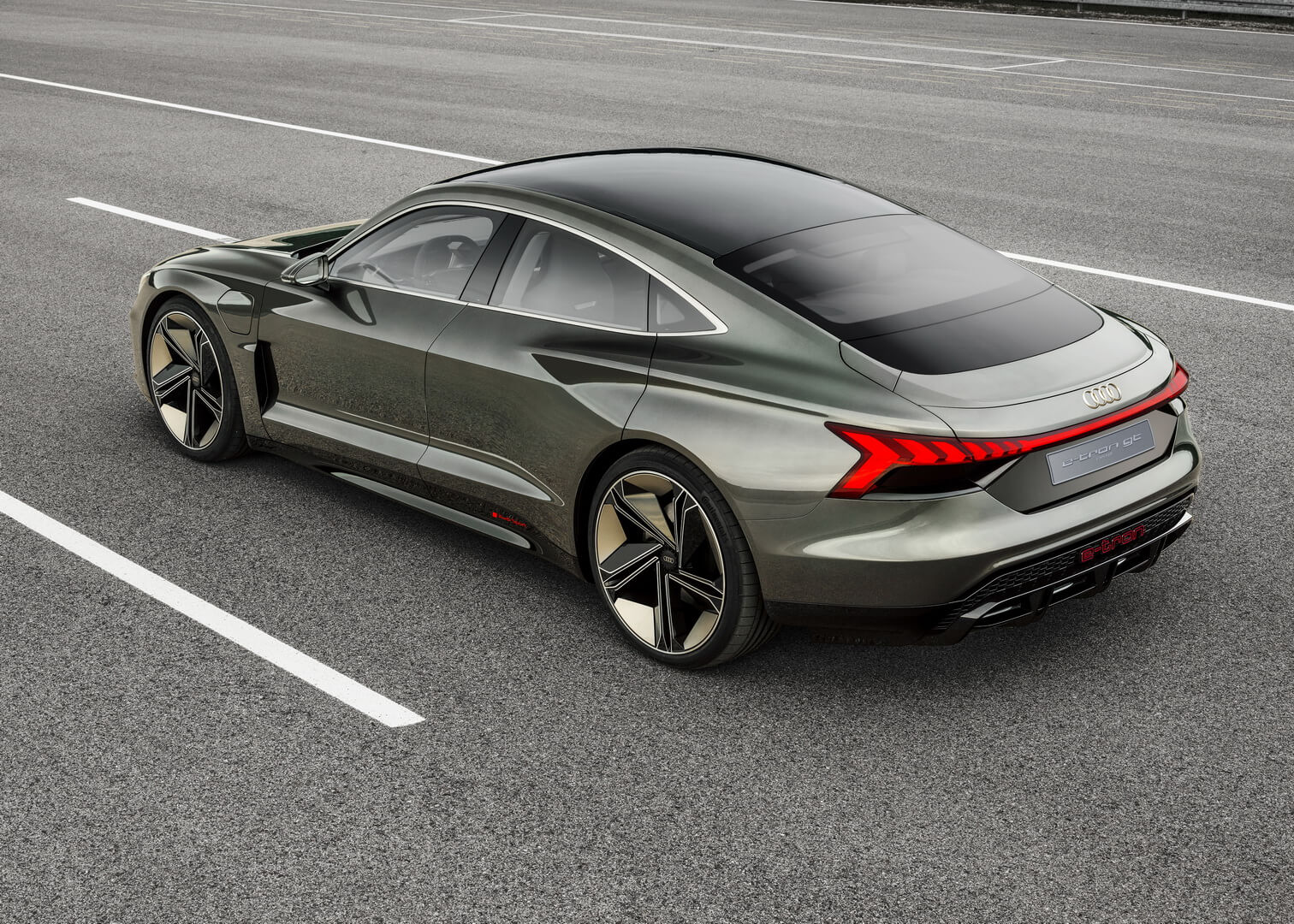 Электромобиль Audi e-tron GT - фото 3