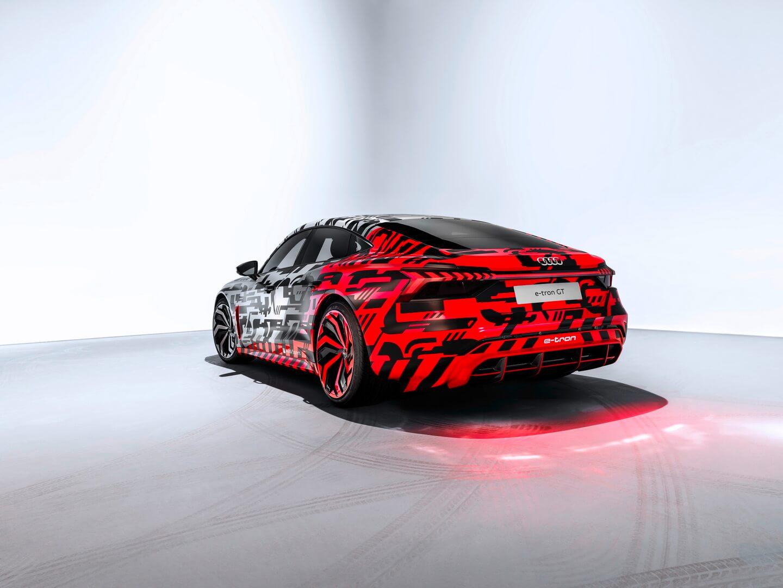 Электромобиль Audi e-tron GT - фото 2