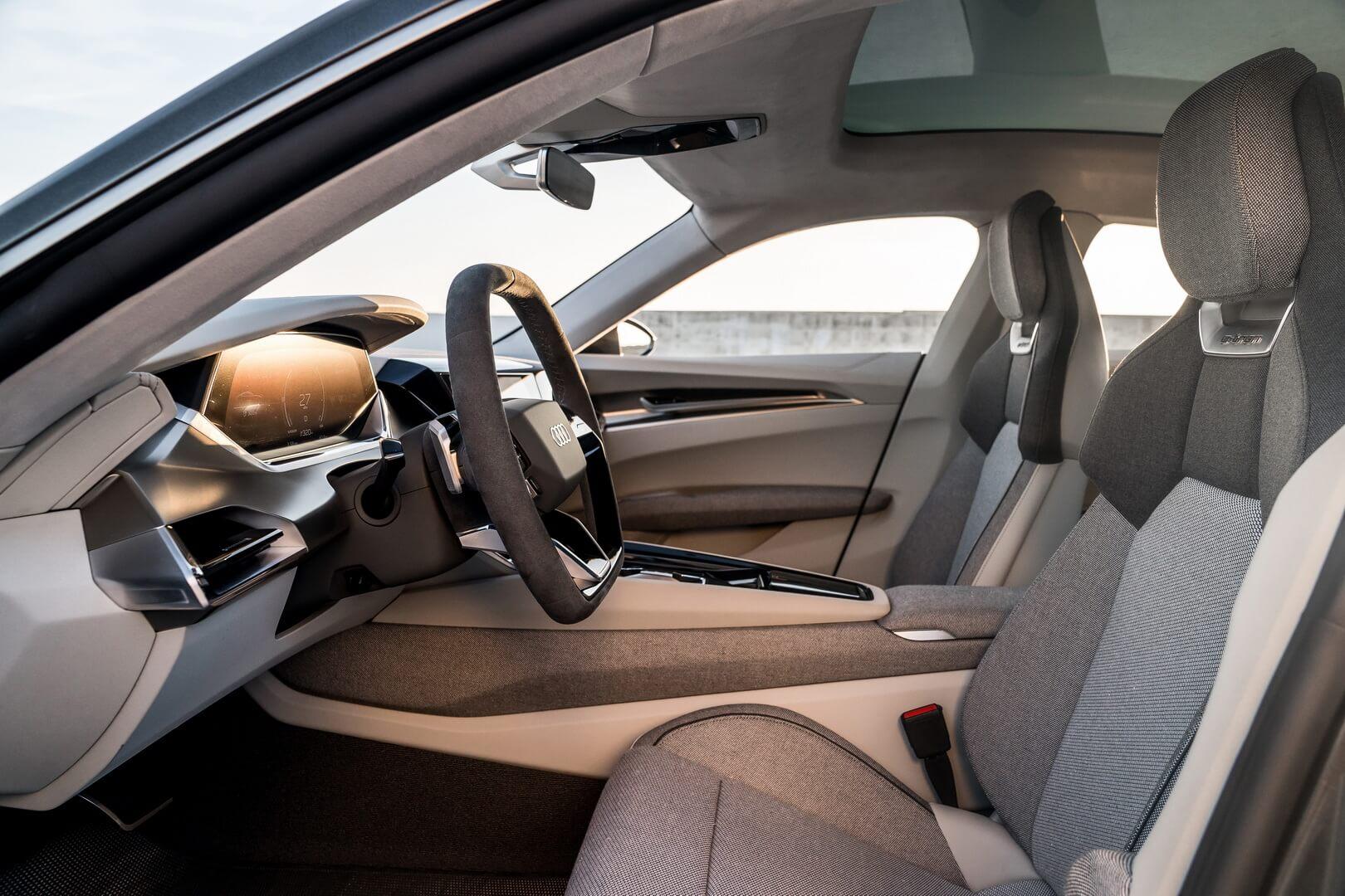 Передний ряд сидений в Audi e-tron GT