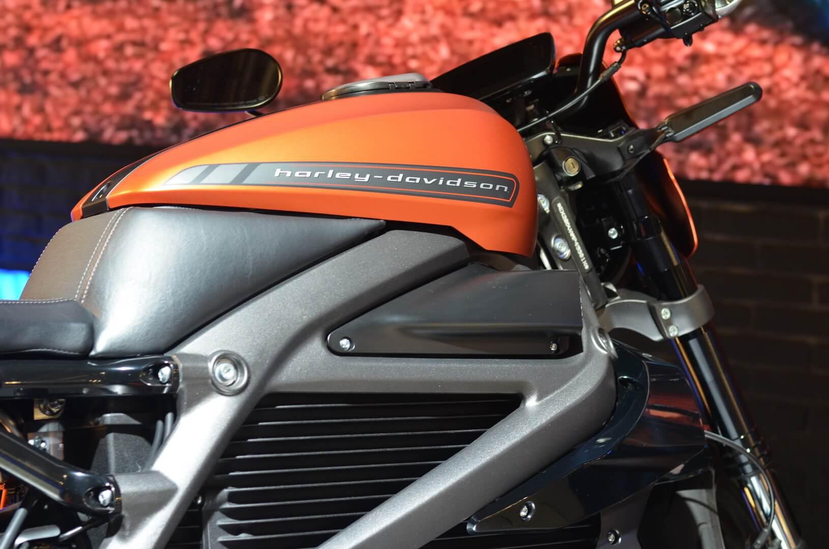 Электрический мотоцикл Harley-Davidson LiveWire на мотовыставке EICMA в Милане