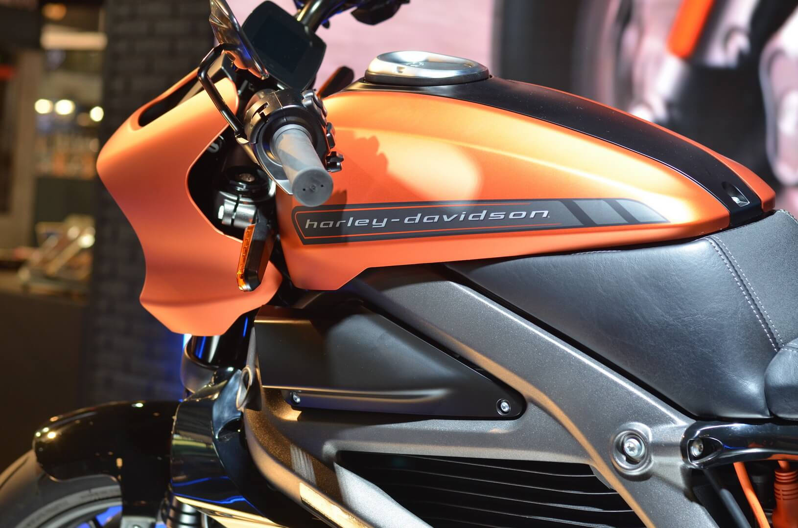Электробайк Harley-Davidson LiveWire на мотовыставке EICMA в Милане