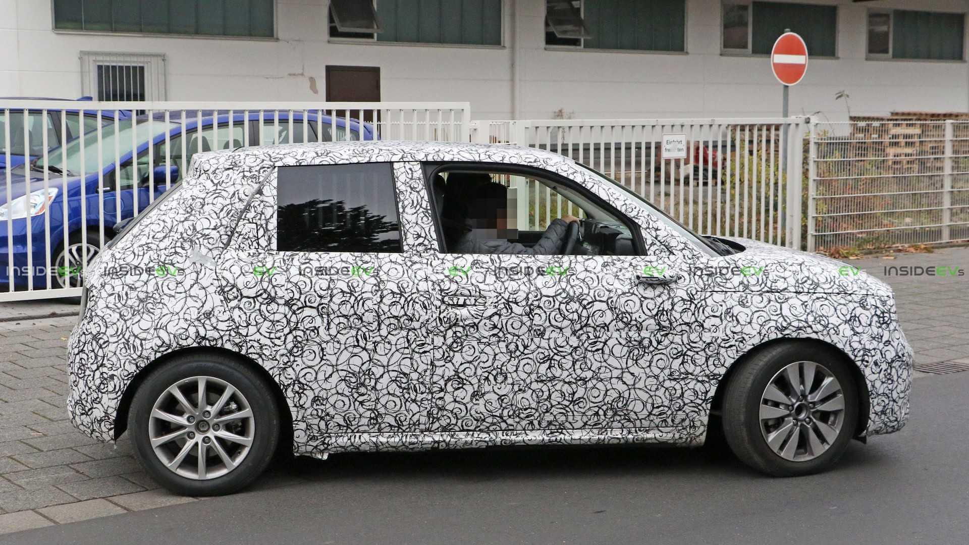 4-х дверный электромобиль Honda Urban EV на тестировании
