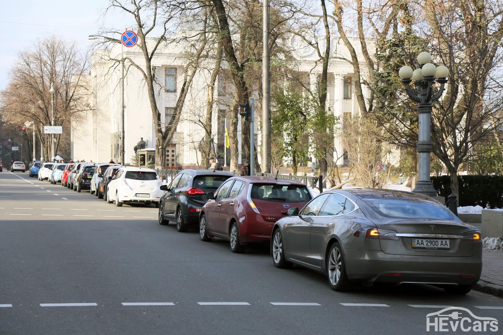 Сбор электромобилистов возле Верховной Рады Украины - фото 2