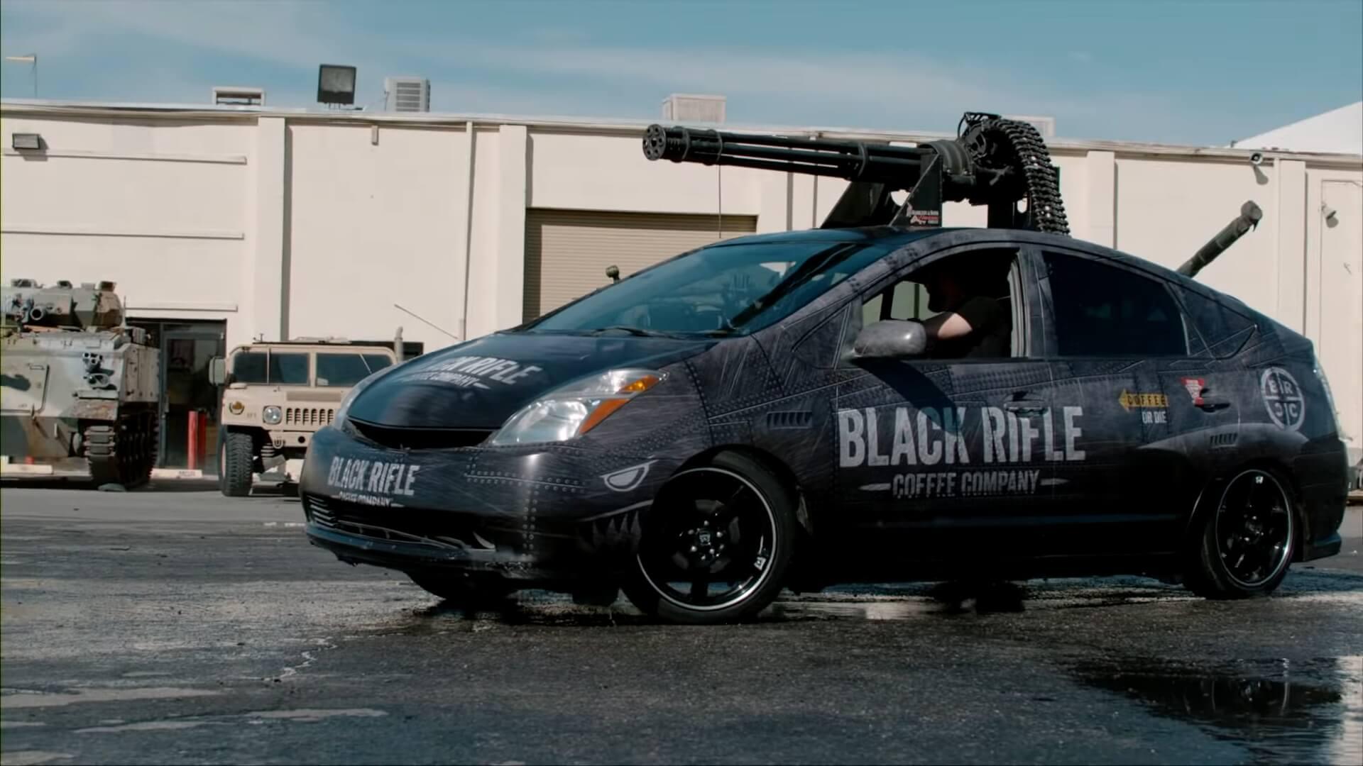 Toyota Prius оборудовали 20-ти миллиметровой пушкой