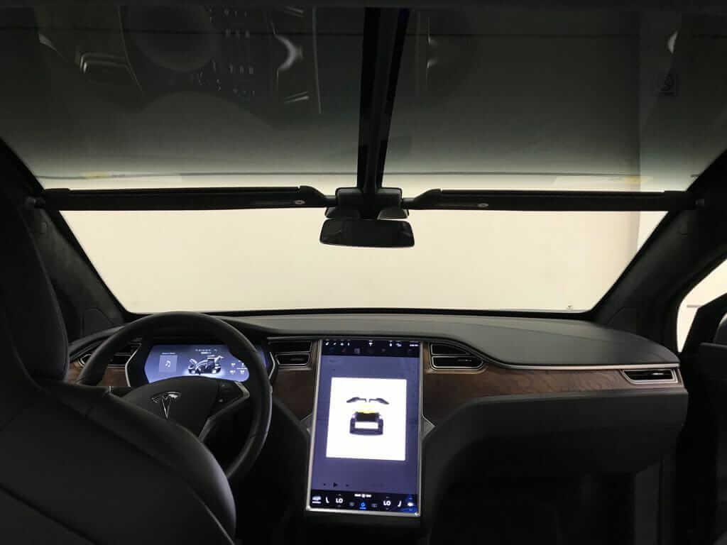 Салон бронированного электрокроссовера Tesla Model X