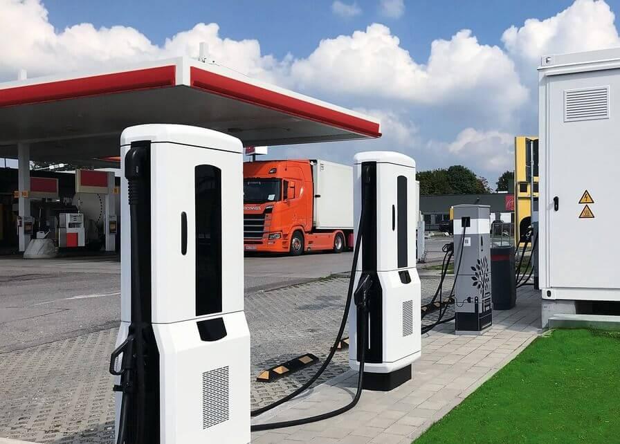 Первые зарядные станции большой мощности в зоне обслуживания Jettingen-Scheppach