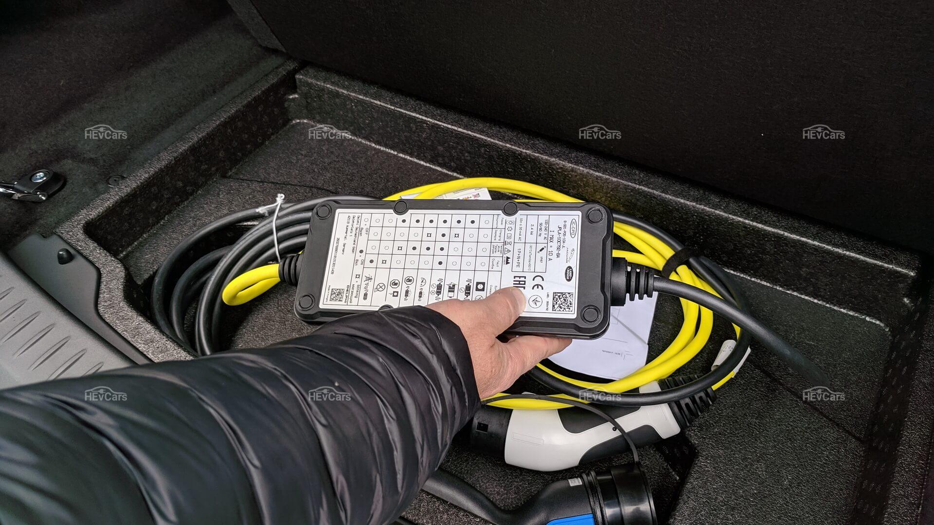 Штатное зарядное устройство мощностью 2.3 кВт