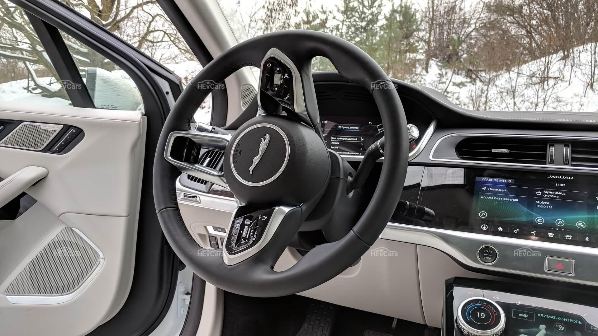 Рулевое колесо электрокроссовера Jaguar I-Pace