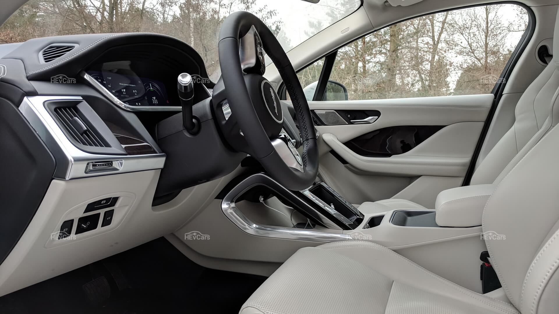 Интерьер электрокроссовера Jaguar I-Pace