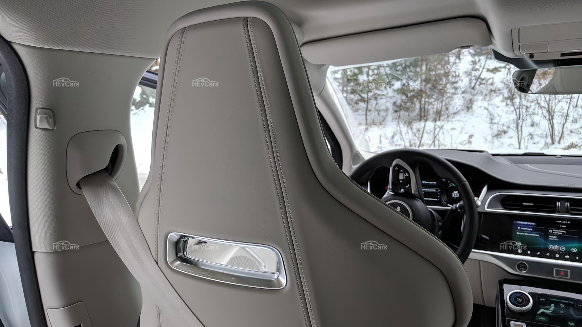 Интерьер электрокроссовера Jaguar I-Pace - фото 3