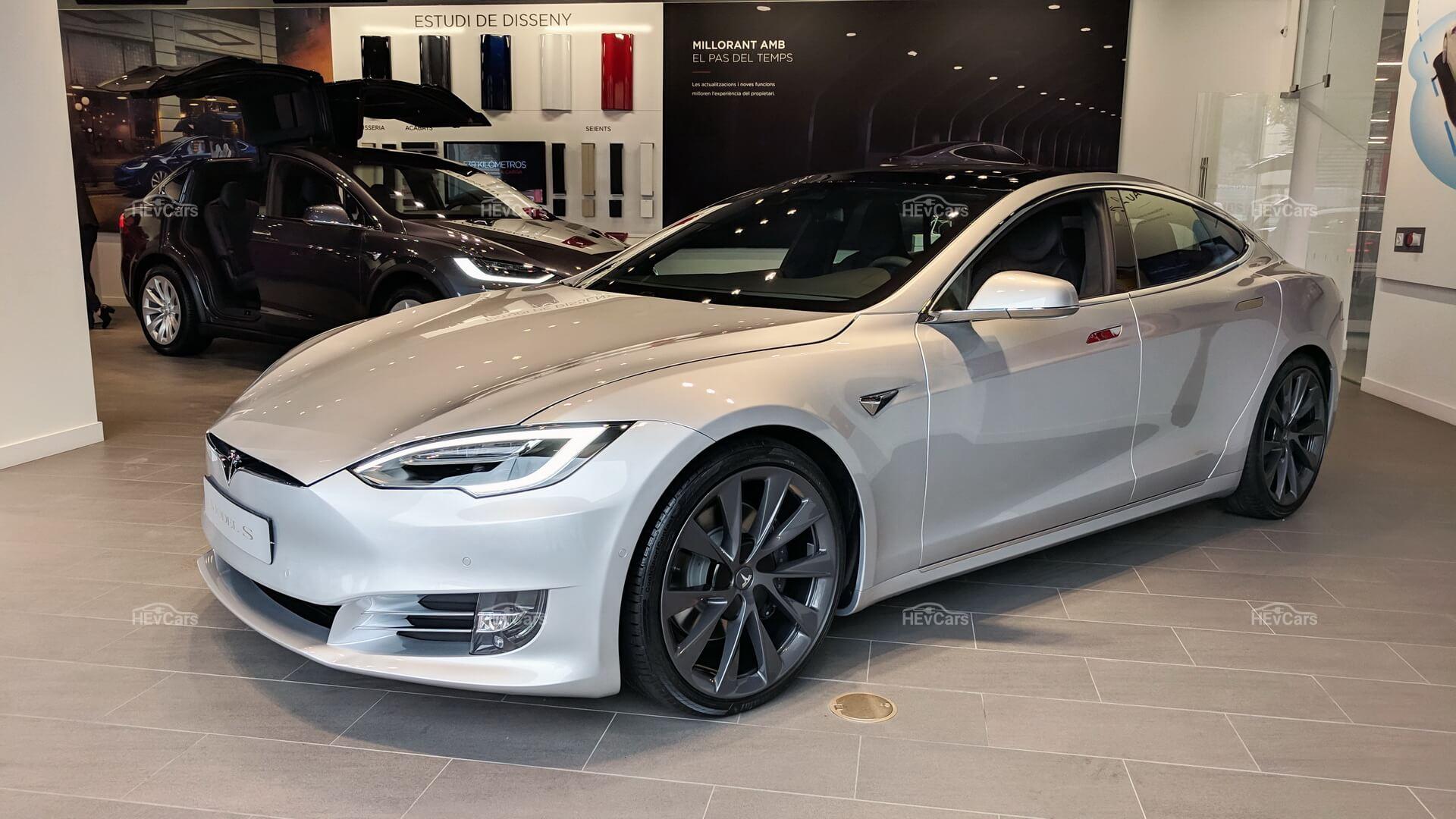 Шоу-рум Tesla