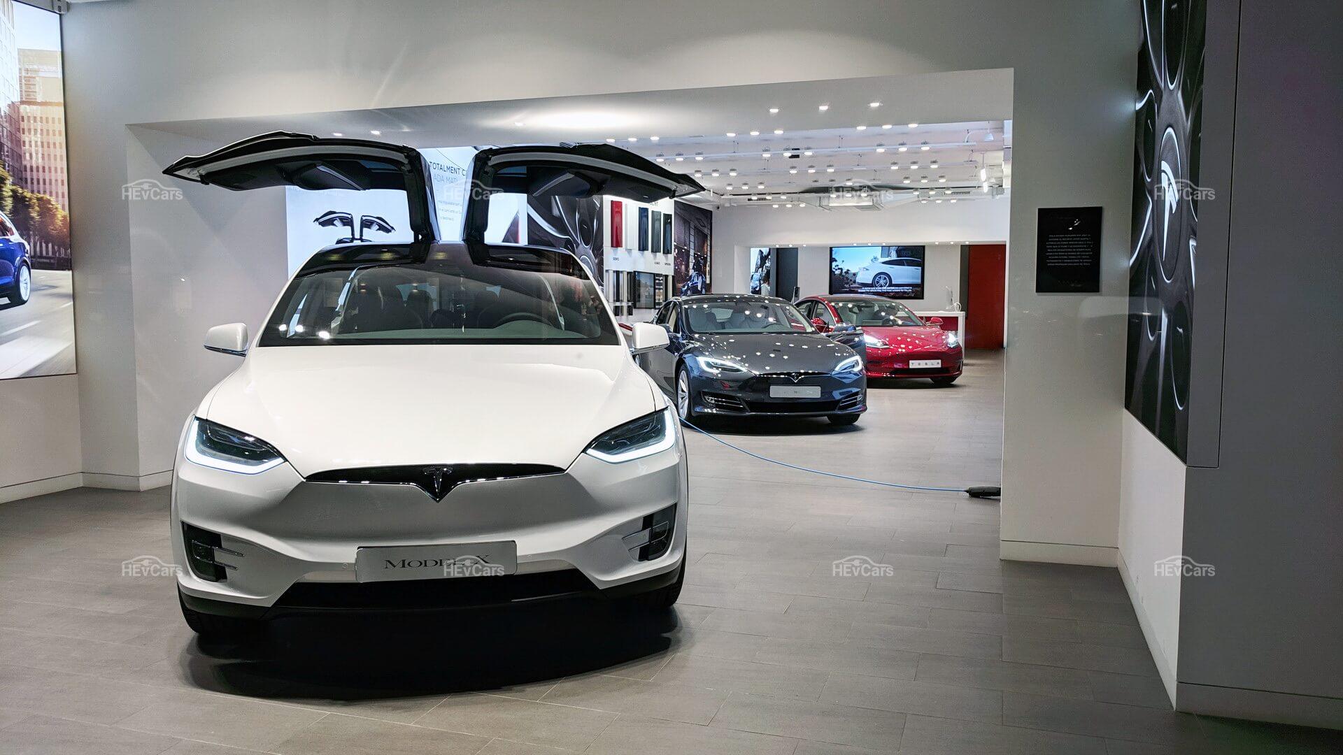 Модельный ряд электромобилей Tesla