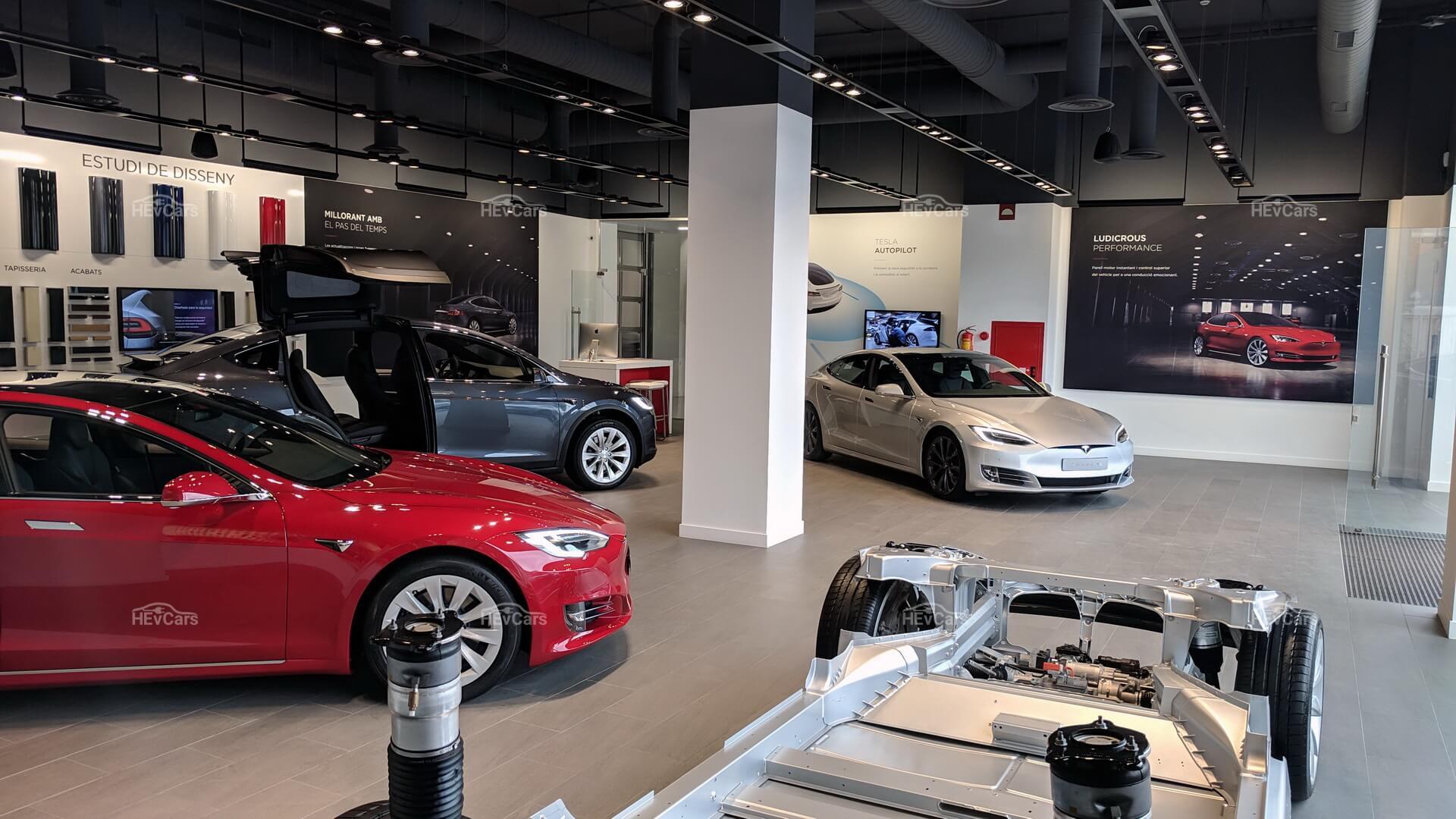 Официальный шоурум Tesla