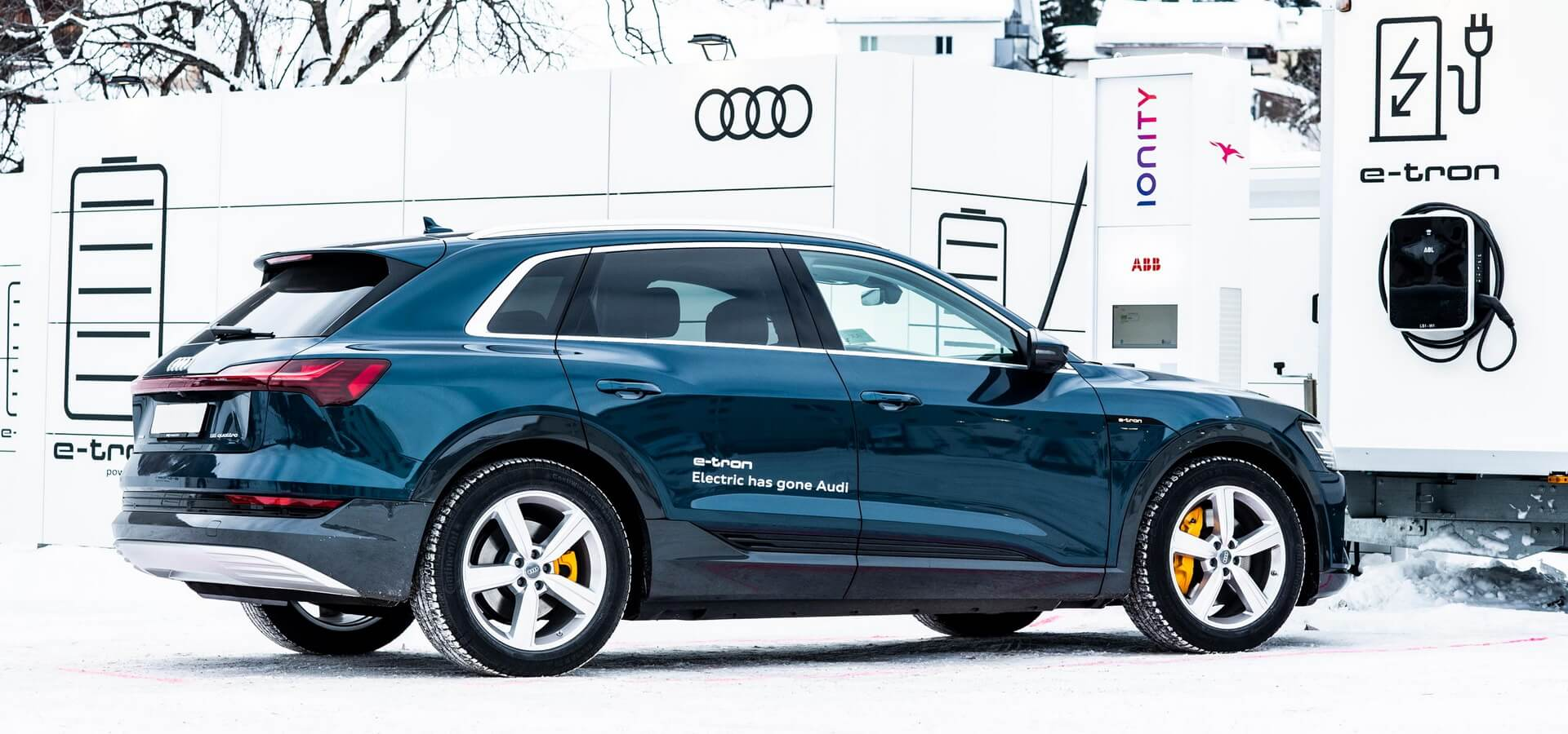 Audi предоставила для давосского форума 50 электрокаров e-tron quattro