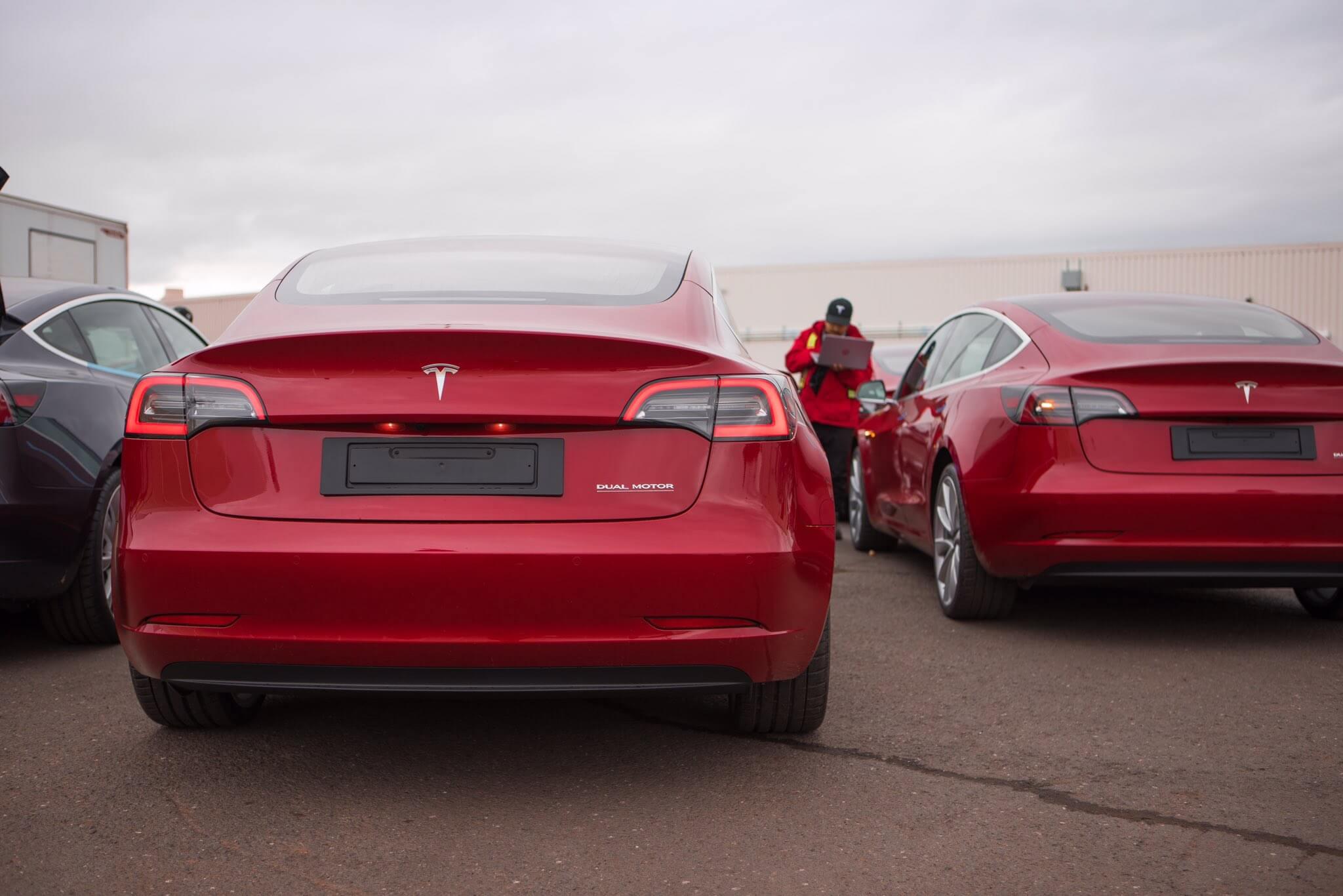 Появилось первое фото европейской версии Tesla Model 3