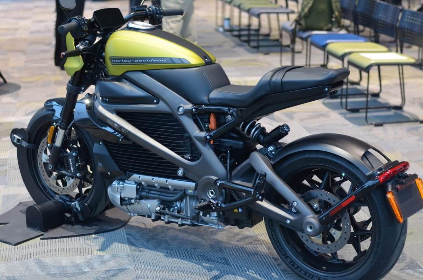 Электрический мотоцикл LiveWire Harley-Davidson навыставке CES 2019в Лас-Вегасе