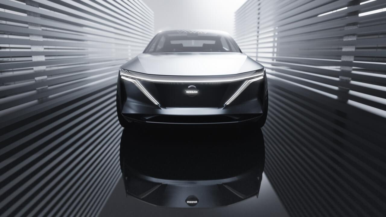 Концепт электрического спортивного седана Nissan IMs - вид спереди