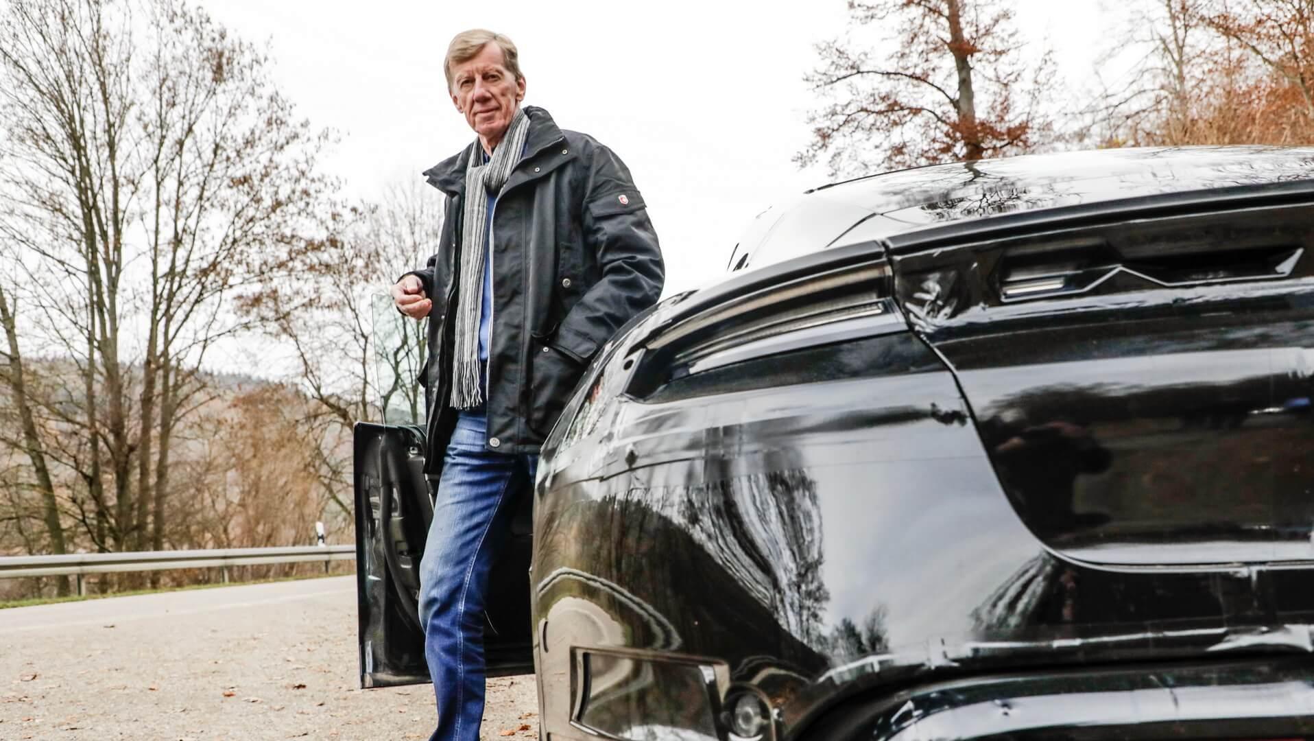 Легенда ралли Вальтер Рёрль протестировал Porsche Taycan