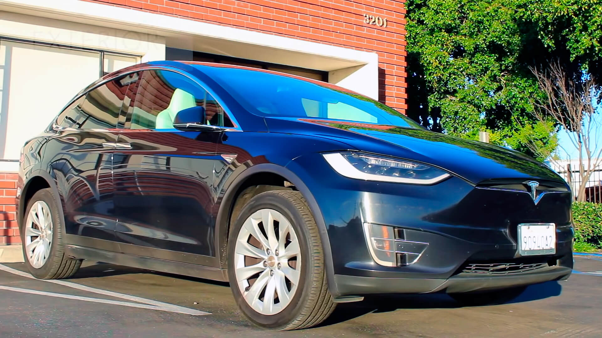 Каршеринговая Tesla Model X 90D с автопарка Tesloop