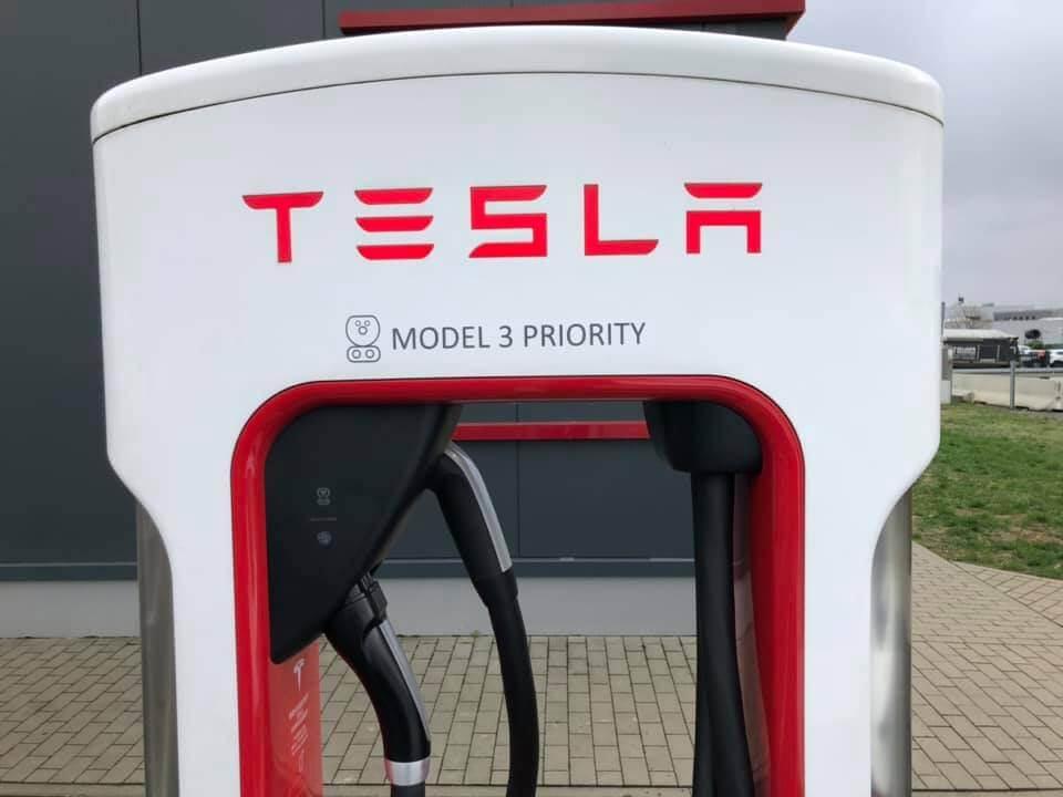 Tesla Supercharger для Model 3