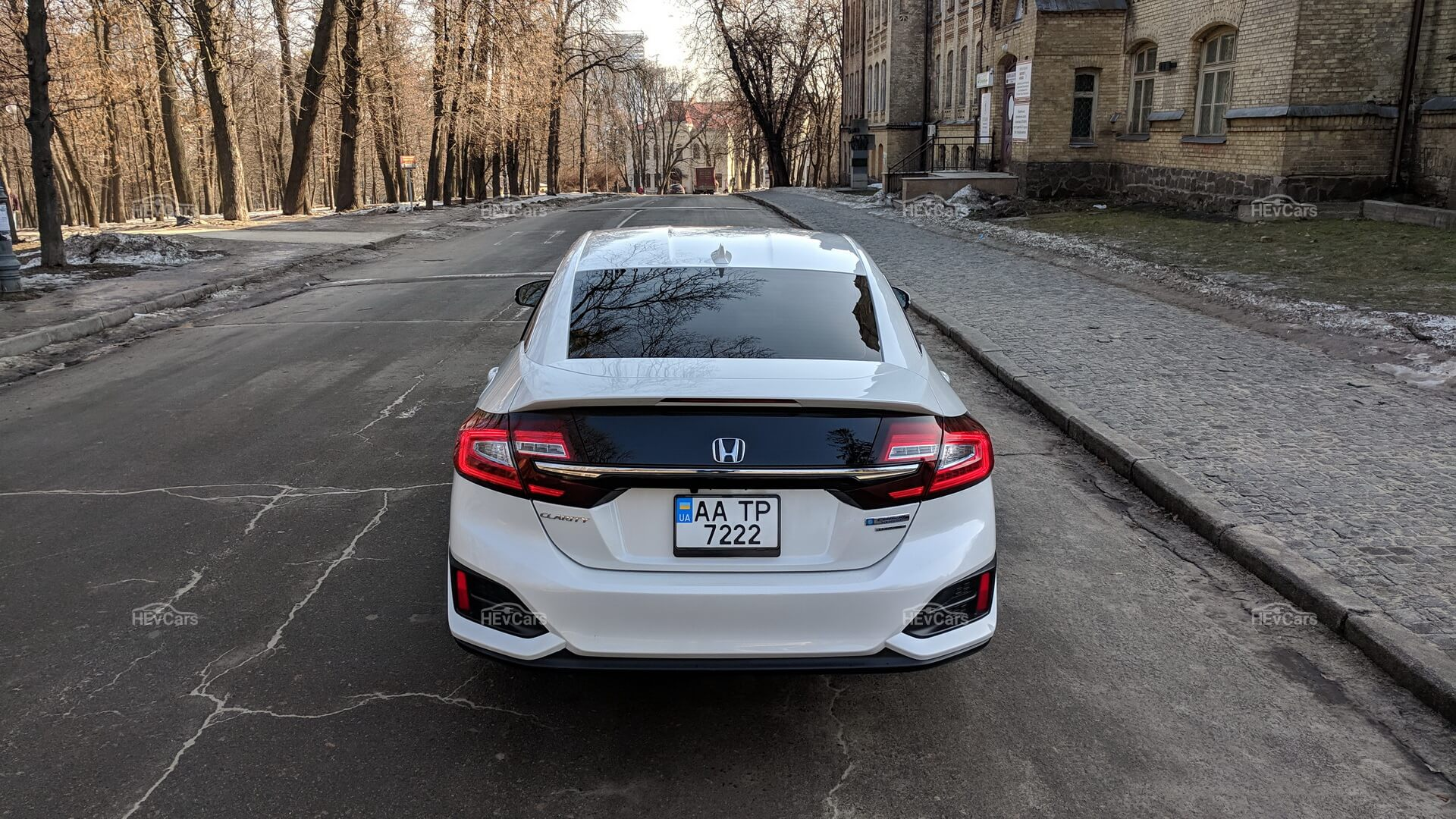 Дизайн Honda Clarity Plug-In Hybrid - вид сзади